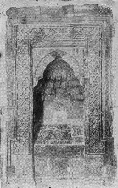 The grave of Mar Behnam and Mart Sarah. The Uighur inscription is just above the arch. From Quelques Vestiges Historiques du Convent de Mar Behnam le Martyr.