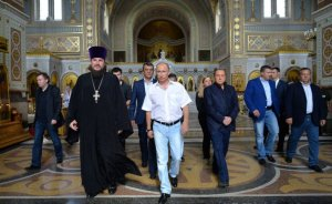 Vladimir Putin visits St. Vladimir's Cathedral in Chersonesus, September 12, 2015. (source)
